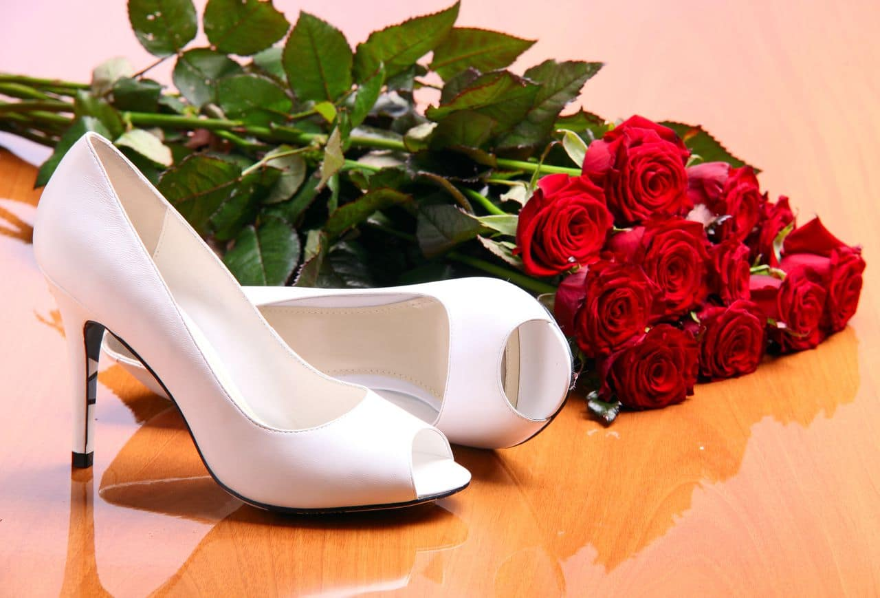 Brautschuhe mit Rosen