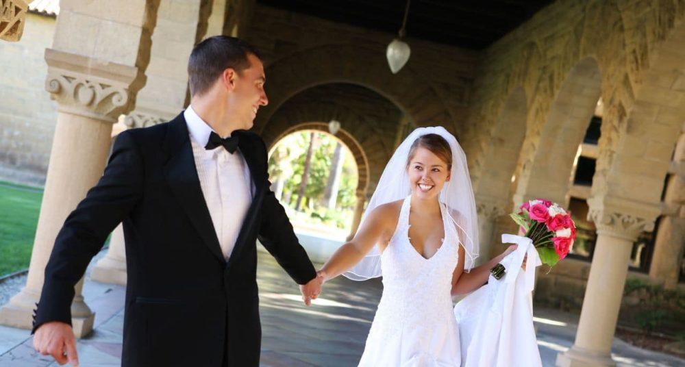 Brautpaar auf einer Burg