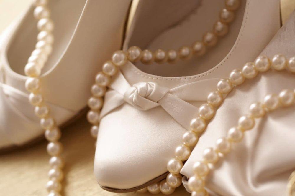 brautschuhe perlenkette