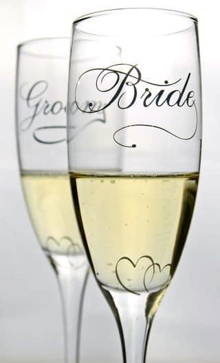 gravierte Sektgläser mit Braut und Bräutigam