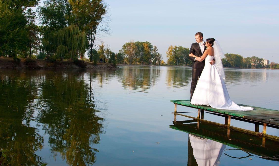 Brautpaar am Steg