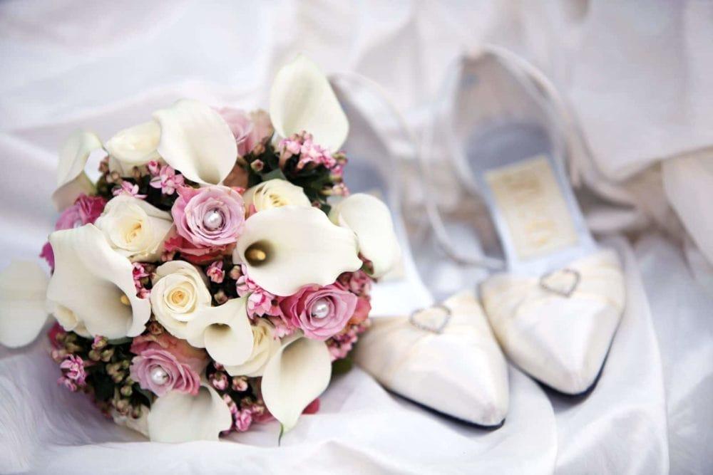 Brautstrauß mit Schuhen