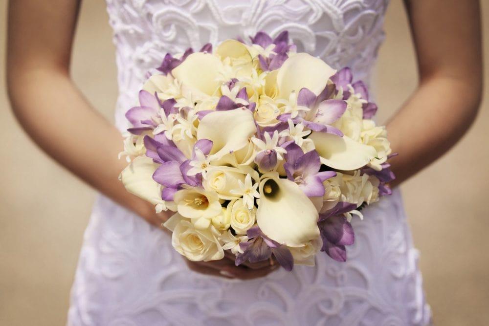 Braut mir Brautstrauß