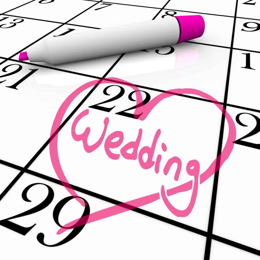 Hochzeitsdatum eingerahmt in einem Herz im Kalender
