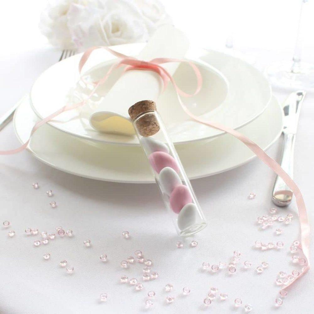 Gastgeschenk Hochzeitsmandeln im Glasroehrchen